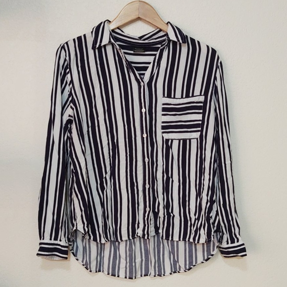 5/$20 navy and white striped top for teens